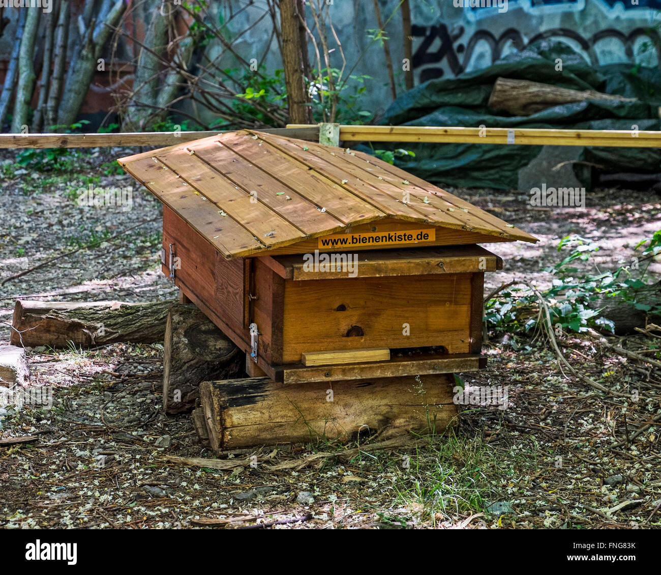 Prinzessinnengarten, Princesses garden bee hive using recycled materials in urban ecologically friendly garden - Stock Image