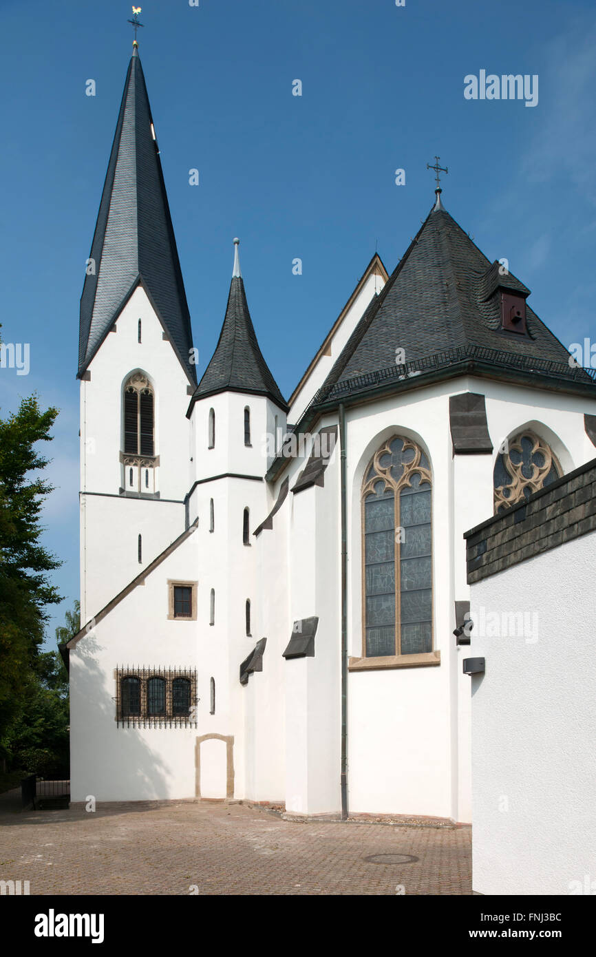 Deutschland, Nordrhein-Westfalen, Rhein-Sieg-Kreis, Niederkassel-Uckendorf, katholische Kirche Sieben Schmerzen - Stock Image