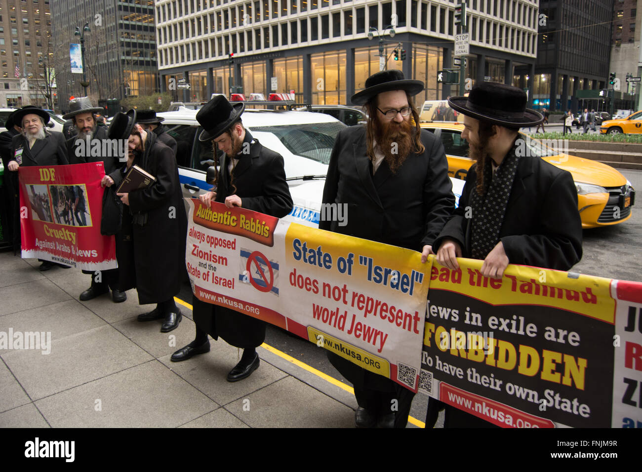 New York City, USA. 15th March 2016. Anti-Zionist Jews organized by the Neturei Karta International orthodox Jewish - Stock Image