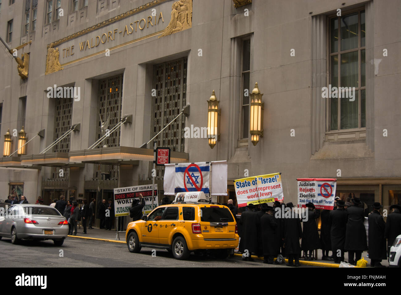 New York City, USA. 15th March 2016. Anti-Zionist Jews and pro-Palestinian activists protest a fund-raising event - Stock Image