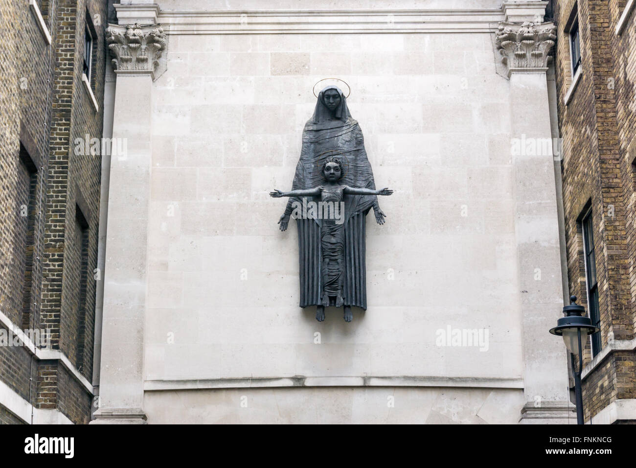 Jacob Epstein's 1950 Madonna and Child on the Convent of the Holy Child Jesus, Cavendish Square, London.  Cast - Stock Image