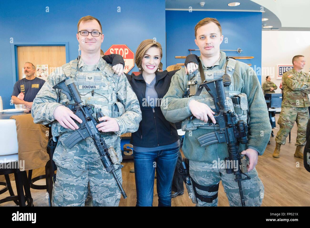 Betty Cantrell, Miss America 2016, poses with armed airmen during a visit to service members as part of the USO - Stock Image