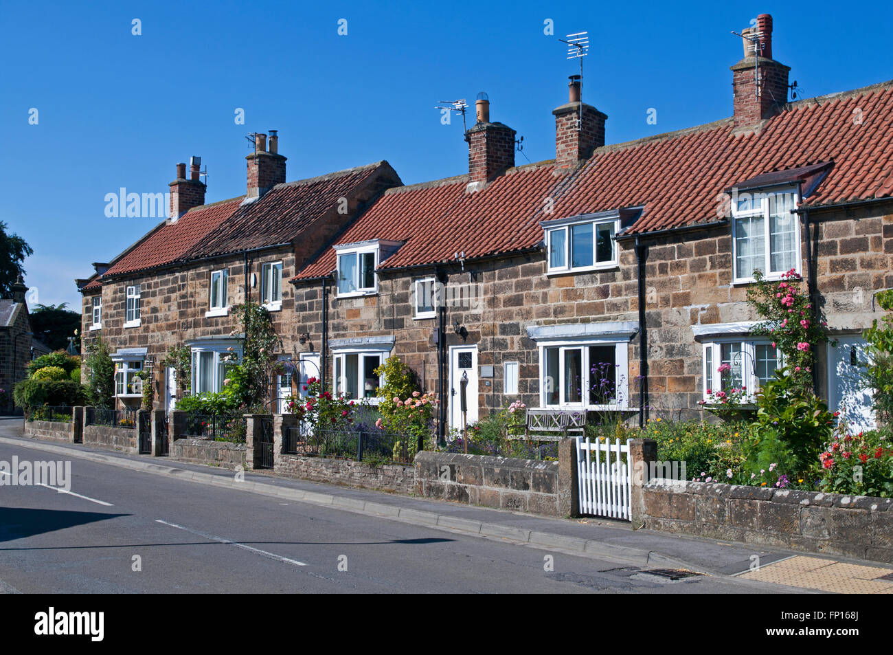 Quaint houses with red roofs stock photos quaint houses for Up north cottages