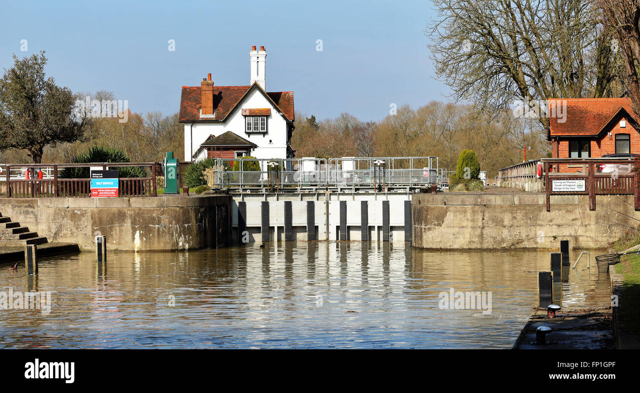 Goring Lock on the River Thames in West Berkshire, England Stock Photo