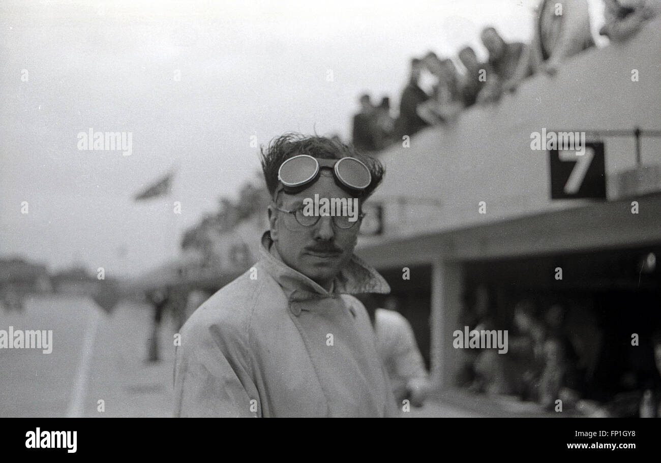 1930s, Historical Picture of motor racing driver Hugh Curling-Hunter in the pit-lane at Brooklands race circuit, - Stock Image