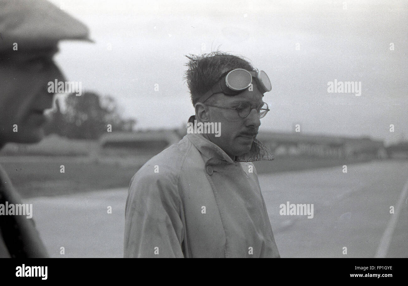 1930s, Historical Picture of racing driver Hugh Curling-Hunter in the pit-lane at Brooklands race circuit, the world's - Stock Image