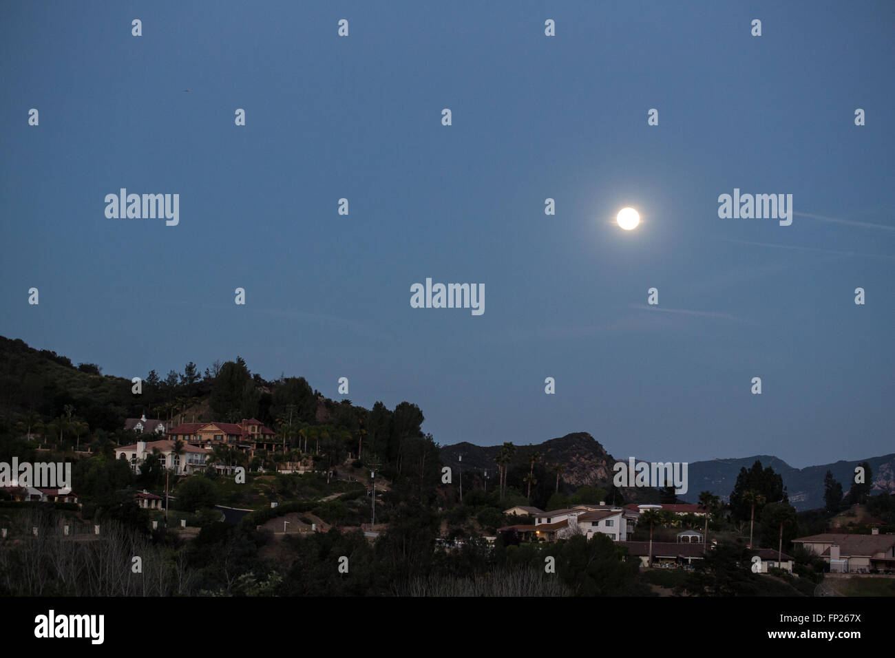 Full moon over a suburb in California - Stock Image