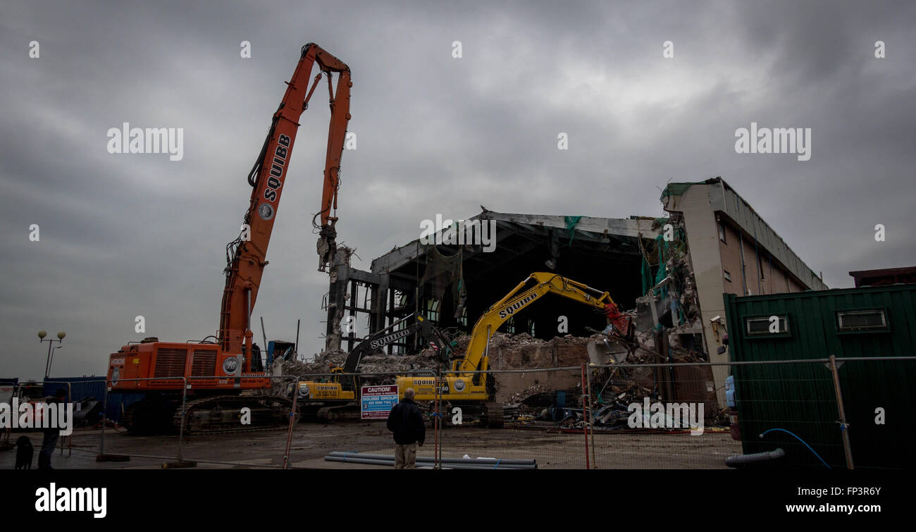 Pool hall stock photos pool hall stock images alamy for Swimming pool demolition los angeles