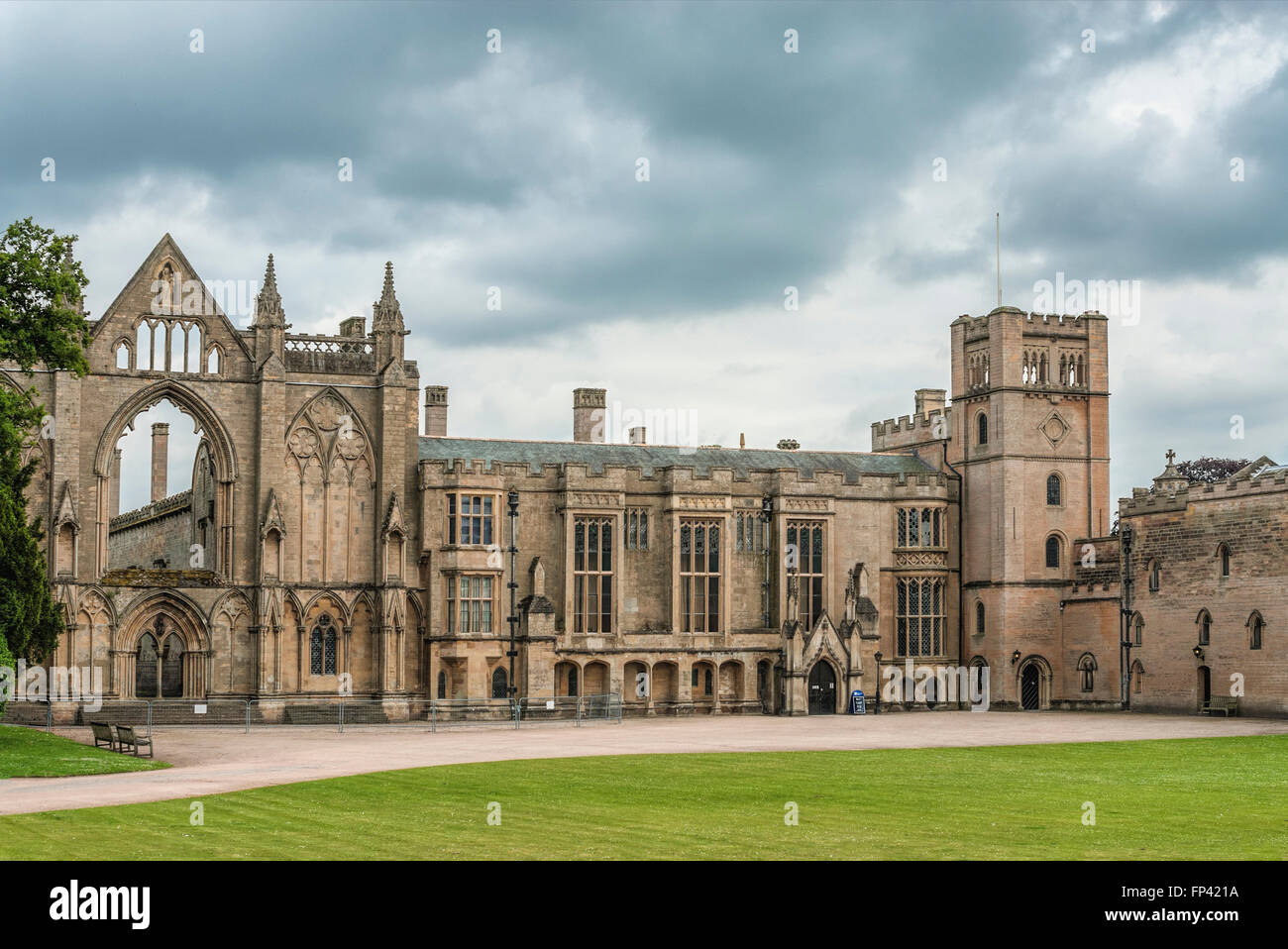 Main building of Newstead Abbey, Nottinghamshire, England | Hauptgebaeude der Newstead Abbey - Stock Image