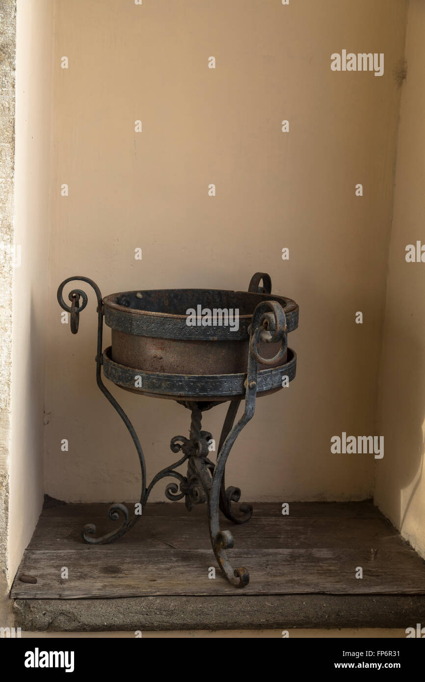 Antique metal and wood water bowl on stand Stock Photo: 99724101 - Alamy