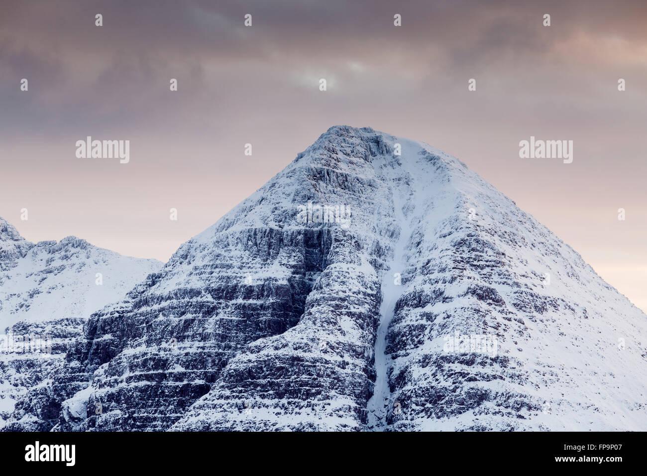 Morrison's gully leading up the steep snowy slopes of Sail Mhor at dusk, Beinn Eighe, Torridon, Scotland - Stock Image