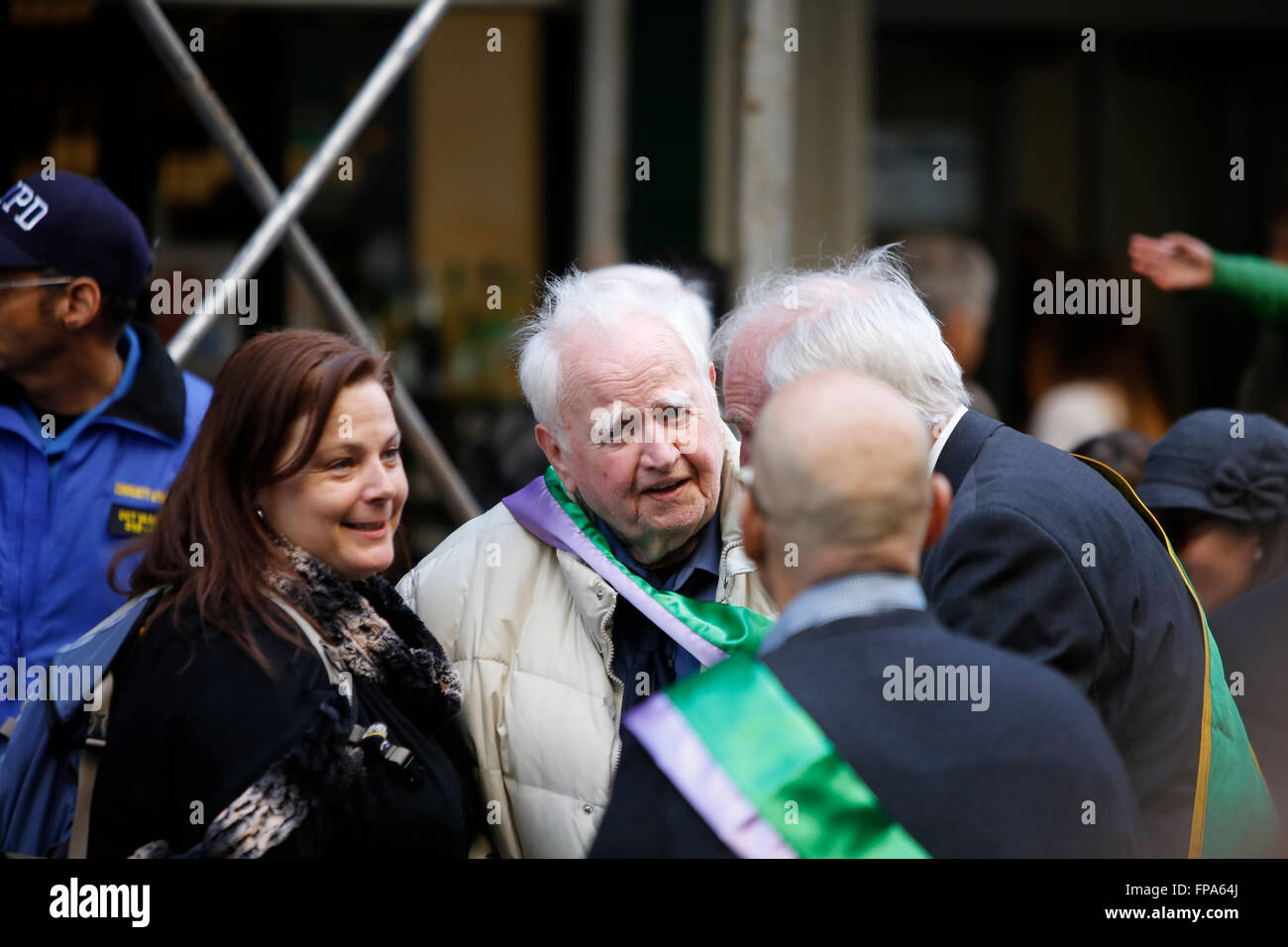 New York City, USA, 17 March 2016. St Patrick's Day parade:  Author & raconteur Malachy McCourt chats with - Stock Image