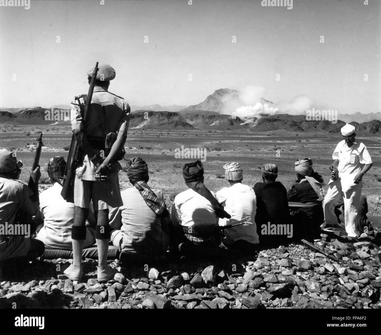 1962 - Yemen -Aden border : Sultans and Headmen watch the Aden Frontier hills as they are pounded by Mortar and - Stock Image