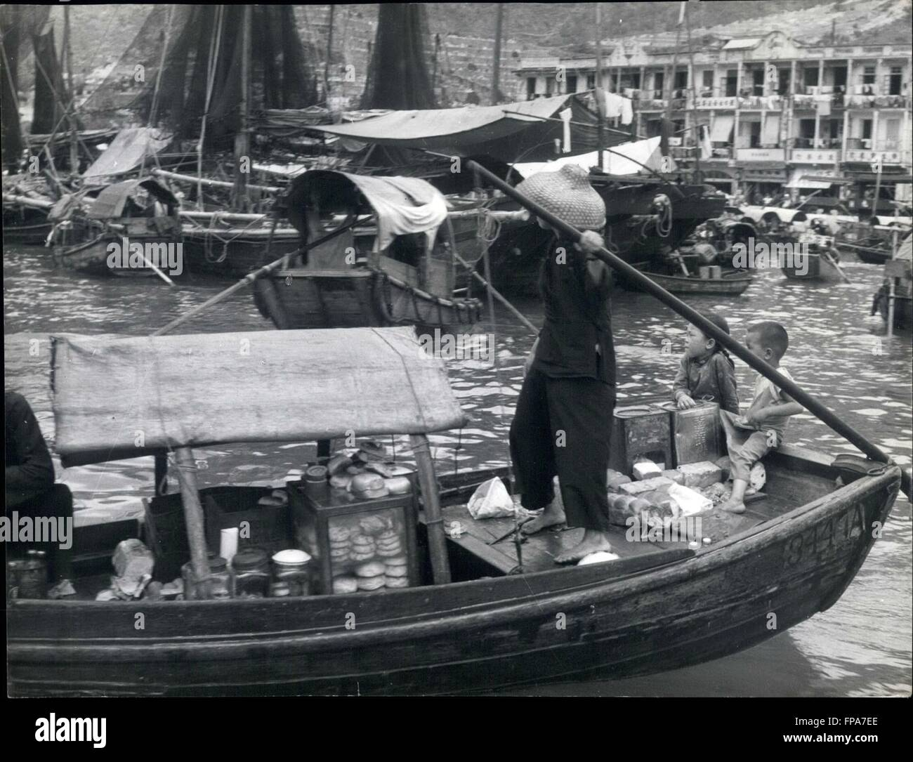 1959 - This waterborne Chinese woman refugee earns a living by selling cakes and fresh water to the fisherfolks - Stock Image