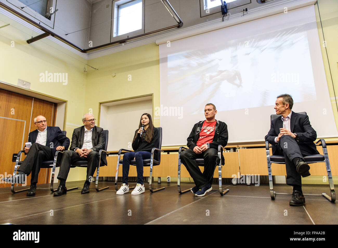 Berlin, Germany. 18th Mar, 2016. Syrian swimmer Yusra Mardini (C), a refugee athlete who now trains at German swimming - Stock Image