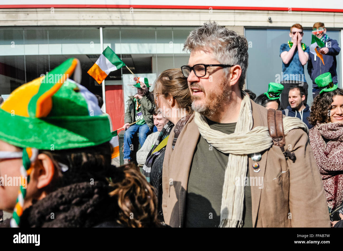 Belfast, Northern Ireland, UK. 17th March, 2016. Comedian Phil Jupitus joins the crowd to watch the annual Saint - Stock Image