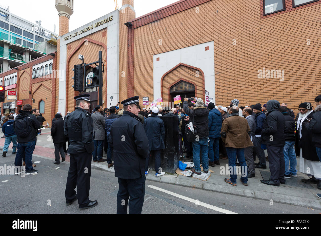 London, UK. 18th March 2016. Demonstrators and supporters of the East London Mosque in Whitechapel, Tower Hamlets, Stock Photo