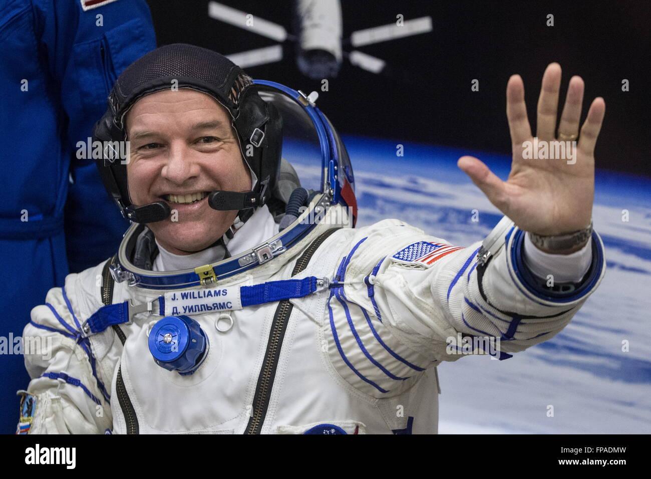 Baikonur, Kazakhstan. 18th Mar, 2016. Crew members of Expedition 47/48, NASA astronaut Jeffrey Jeff Williams waves - Stock Image