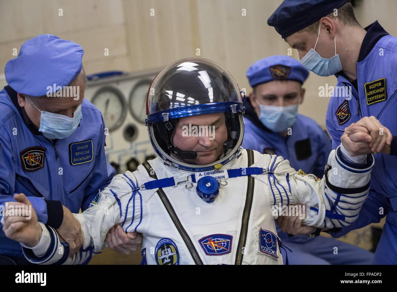 Baikonur, Kazakhstan. 18th Mar, 2016. Crew member of Expedition 47/48, Roscosmos cosmonaut Alexei Ovchinin (C) during - Stock Image