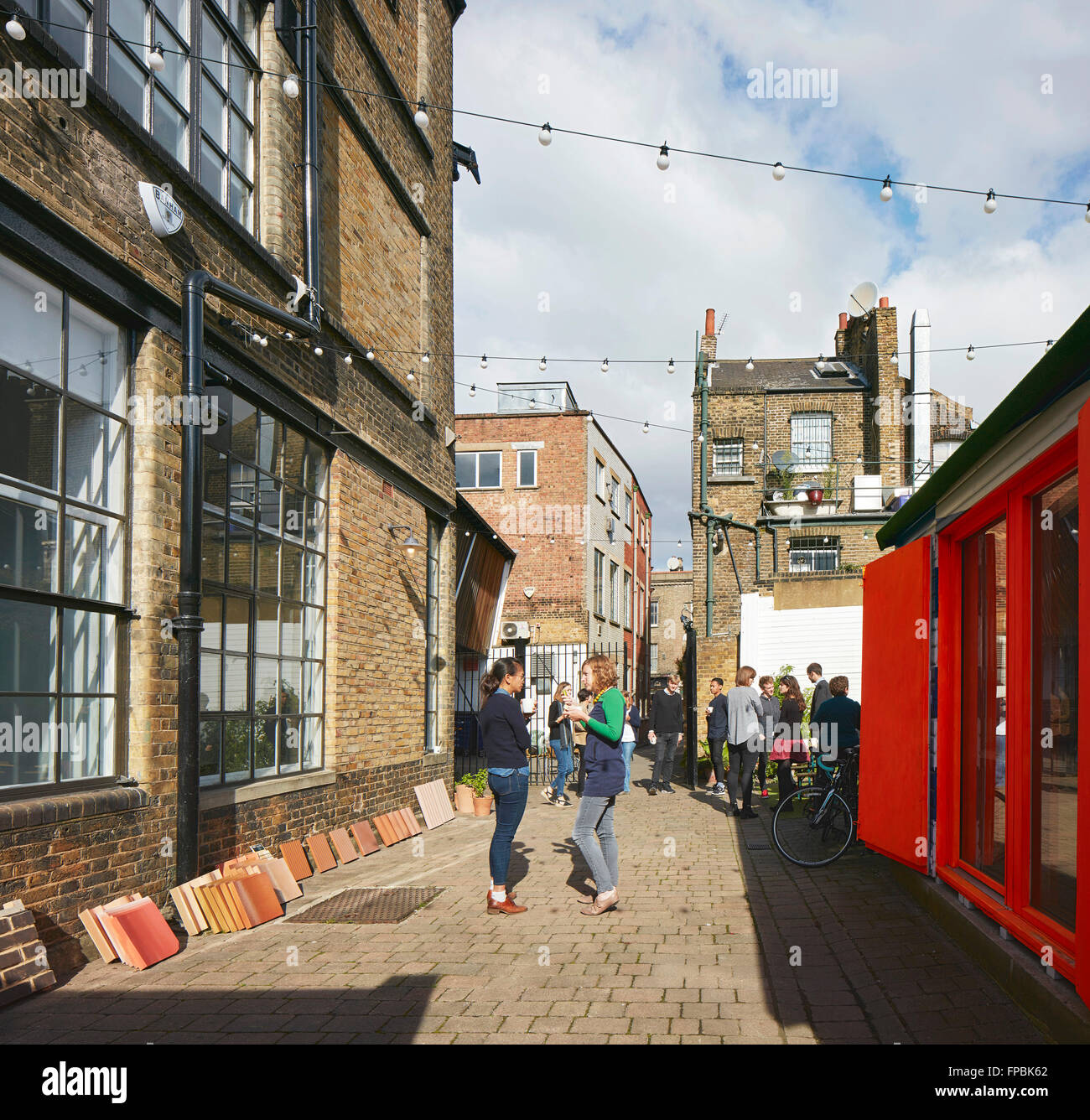 Studio yard with staff gathering. DSDHA architectural office, London, United Kingdom. Architect: DSDHA, 2015. - Stock Image