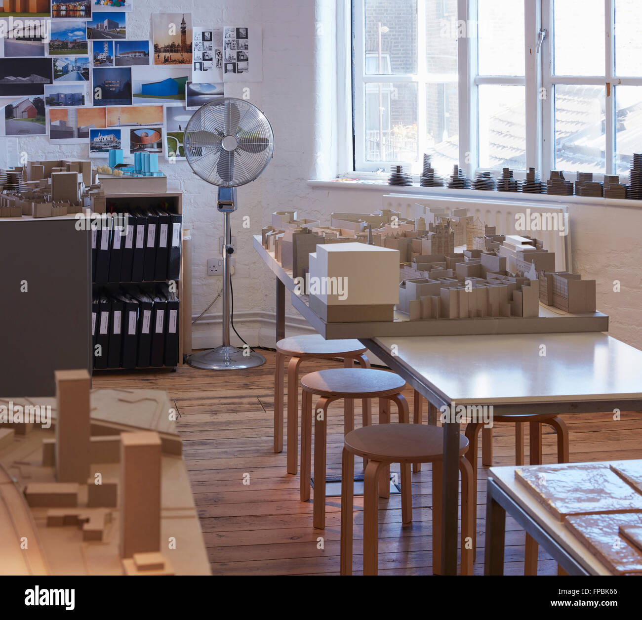 Studio view with model. DSDHA architectural office, London, United Kingdom. Architect: DSDHA, 2015. - Stock Image