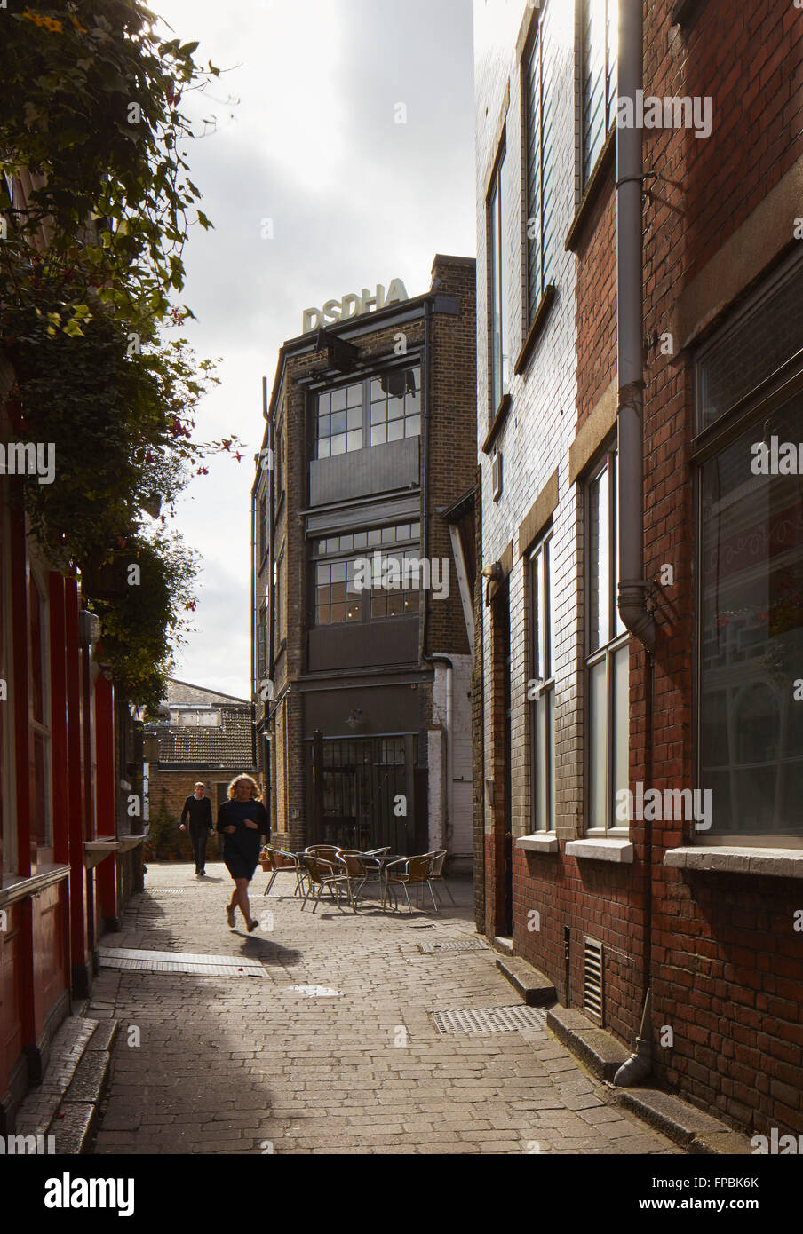 Alley way leading to architectural office. DSDHA architectural office, London, United Kingdom. Architect: DSDHA, - Stock Image