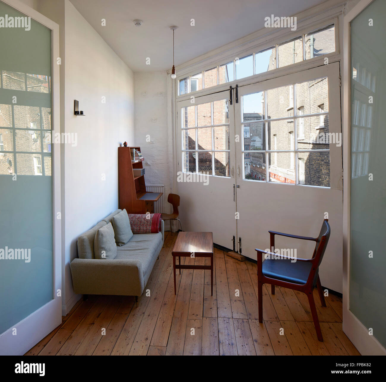 Break out area in former hoist space. DSDHA architectural office, London, United Kingdom. Architect: DSDHA, 2015. - Stock Image