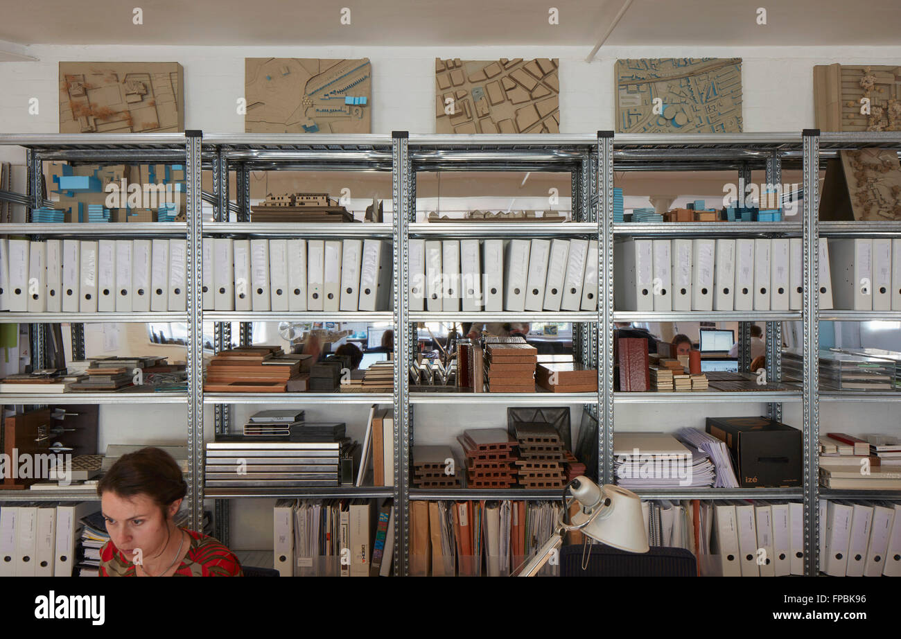 Storage shelves with building samples. DSDHA architectural office, London, United Kingdom. Architect: DSDHA, 2015. - Stock Image