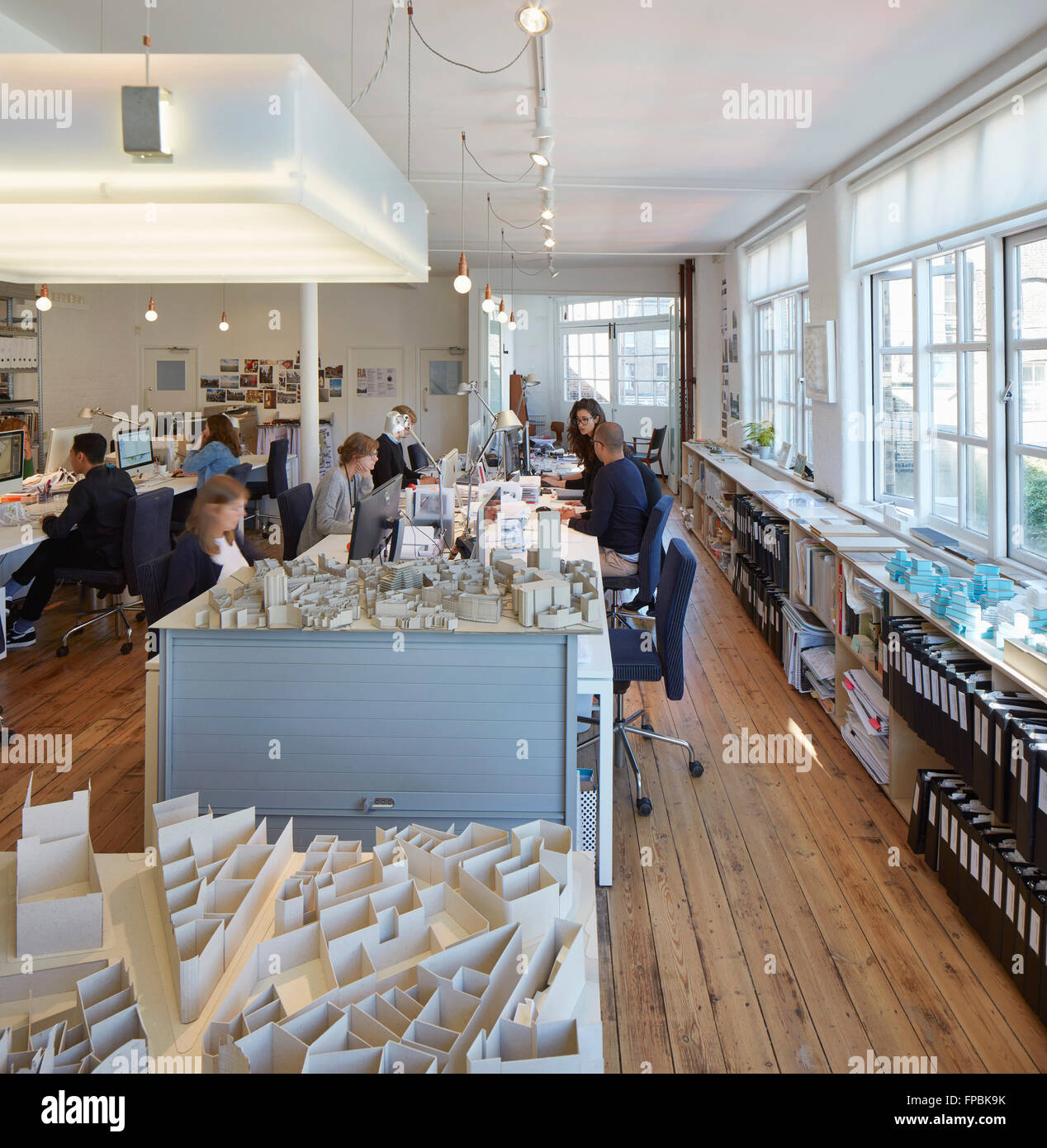Models and work desks with ample daylight. DSDHA architectural office, London, United Kingdom. Architect: DSDHA, - Stock Image