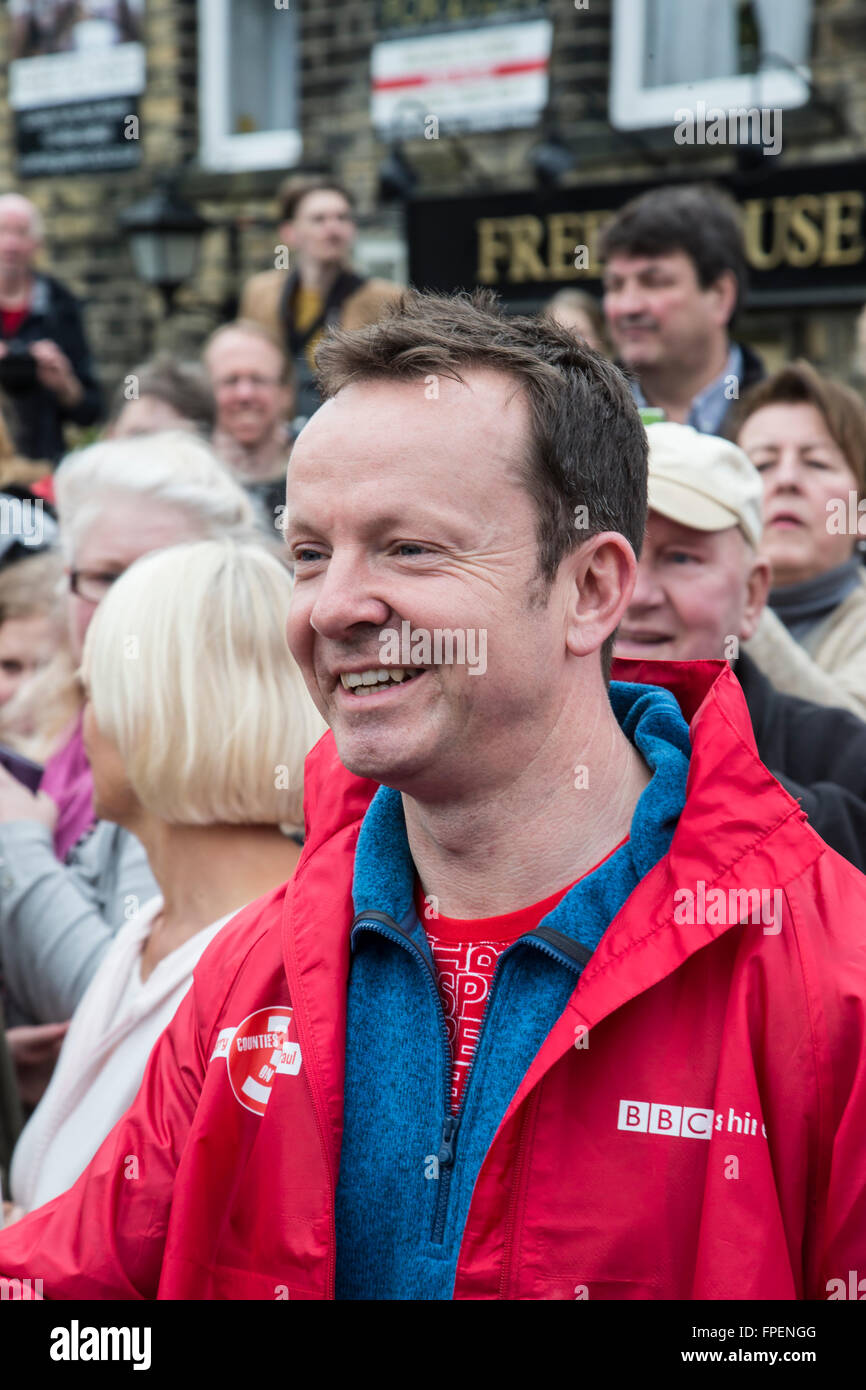 Paul Hudson BBC Look North Television weather presenter competes in a three legged challenge for Sport Relief 2016 - Stock Image