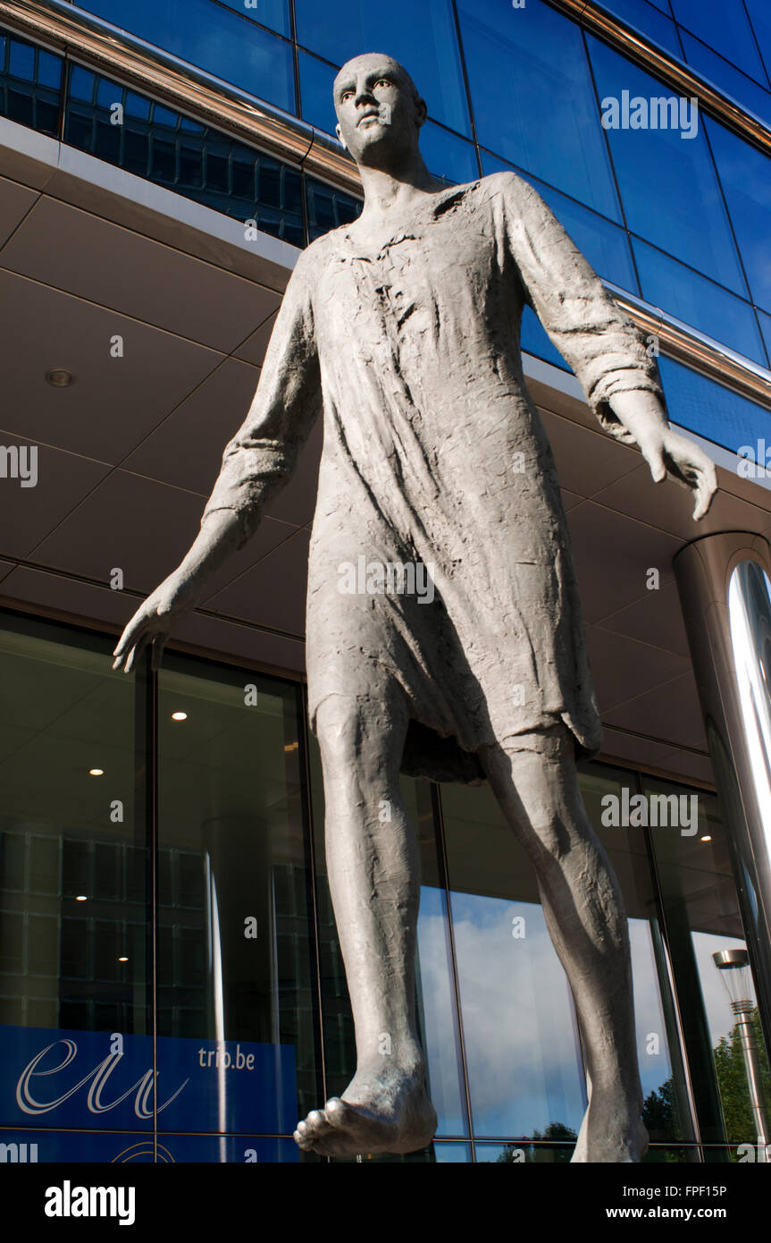 "Sculpture ""L'homme qui marche"" Stepping Forward in rue de ..."