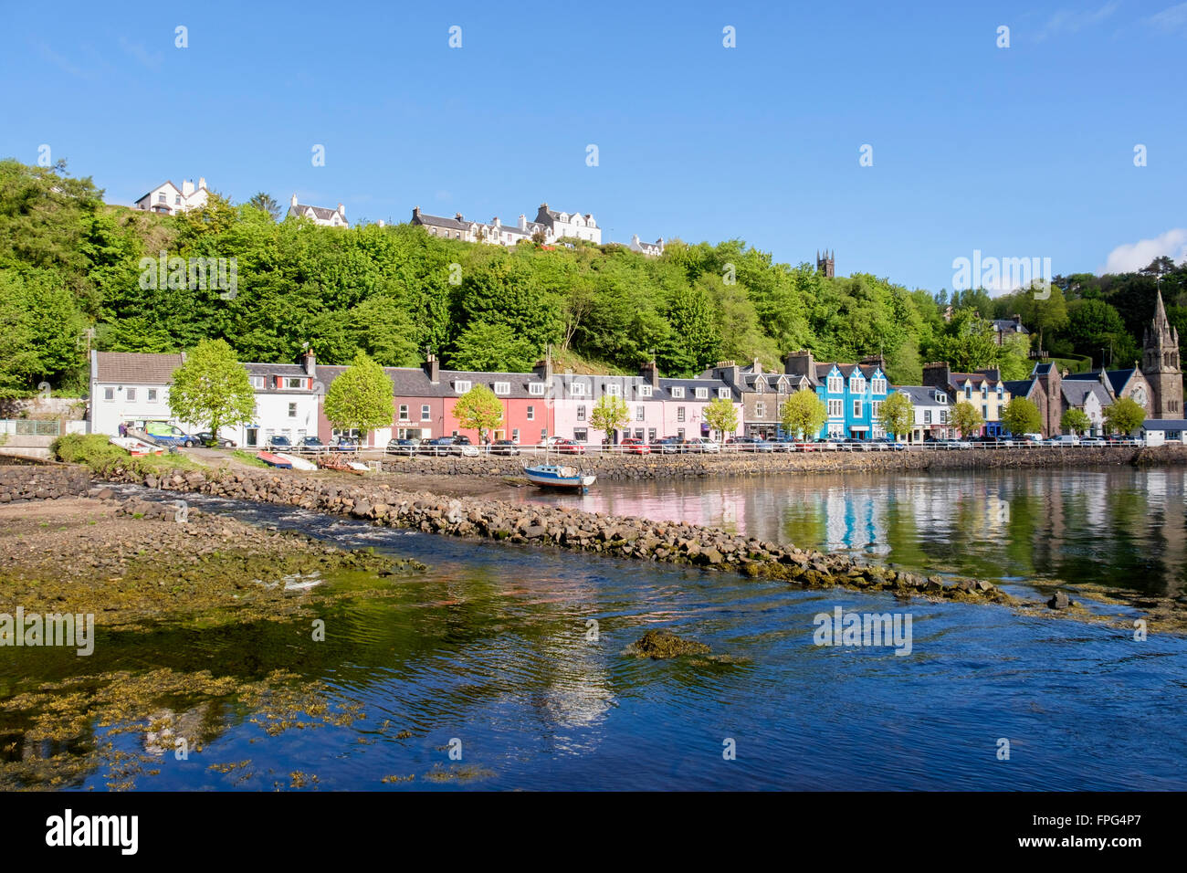 Colourful buildings overlooking the harbour in Tobermory Isle of Mull Argyll & Bute Inner Hebrides Western Isles - Stock Image
