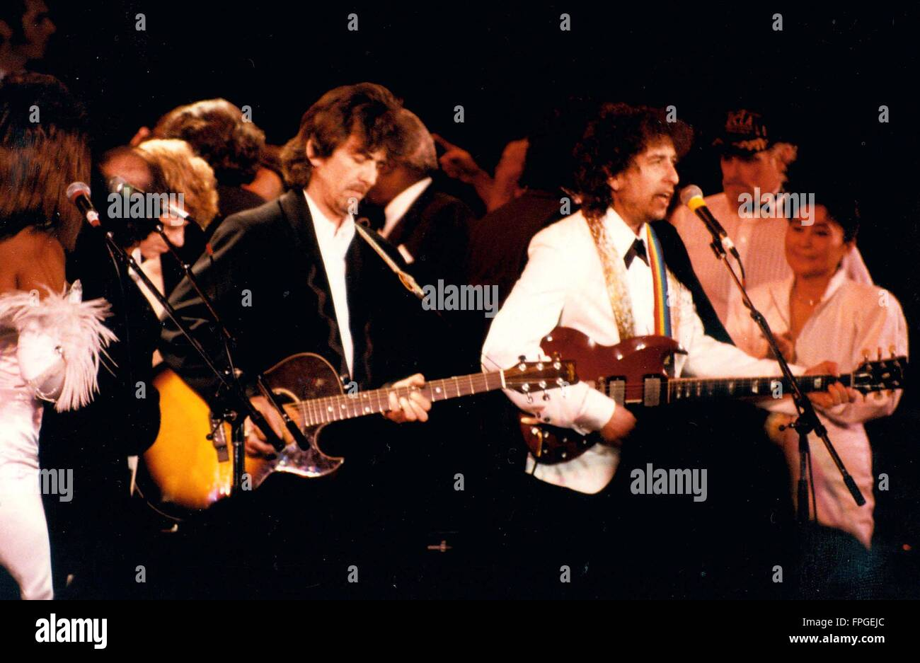 Beatles George Harrison And Bob Dylan Yoko Ono THE ROCK ROLL HALL OF FAME CELEBRATION WALDORF ASTORIA NEW YORK CITY 01 20 1988 Photo Michael Brito