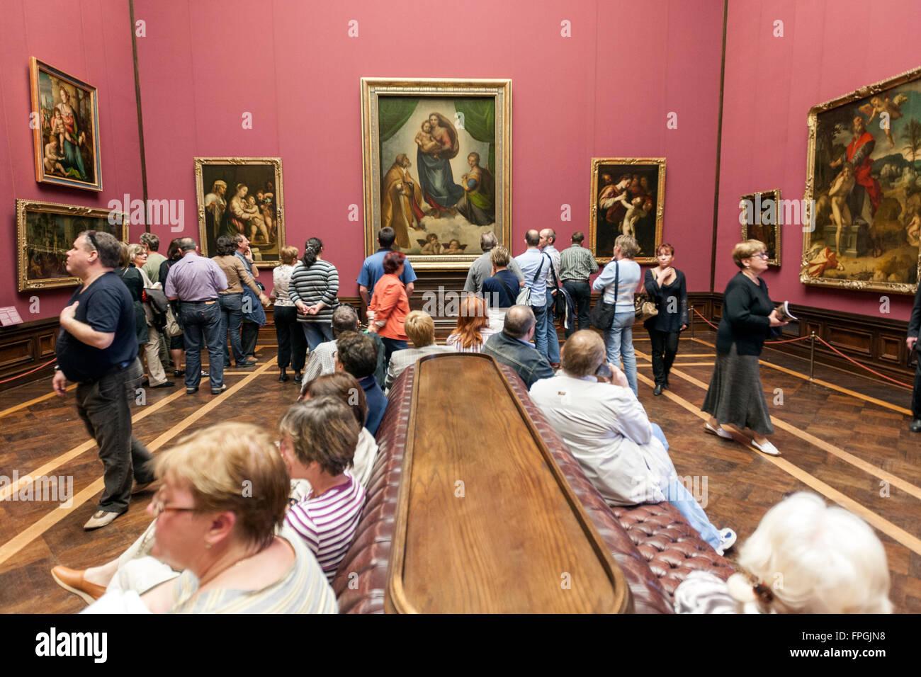 The Sistine Madonna of Raphael. Description of the picture 7