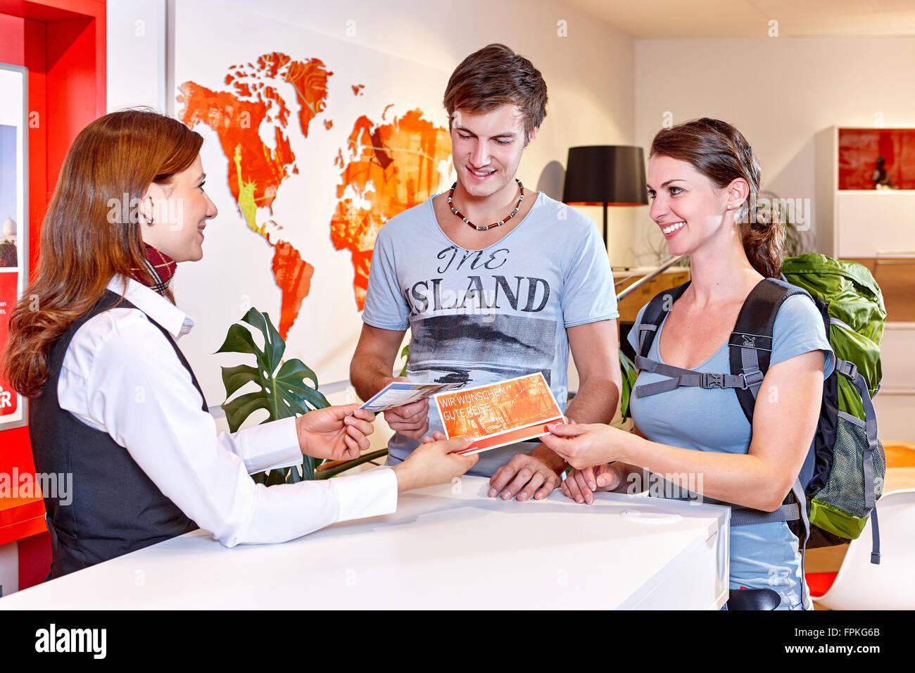 Travel agency, couple, consultation - Stock Image