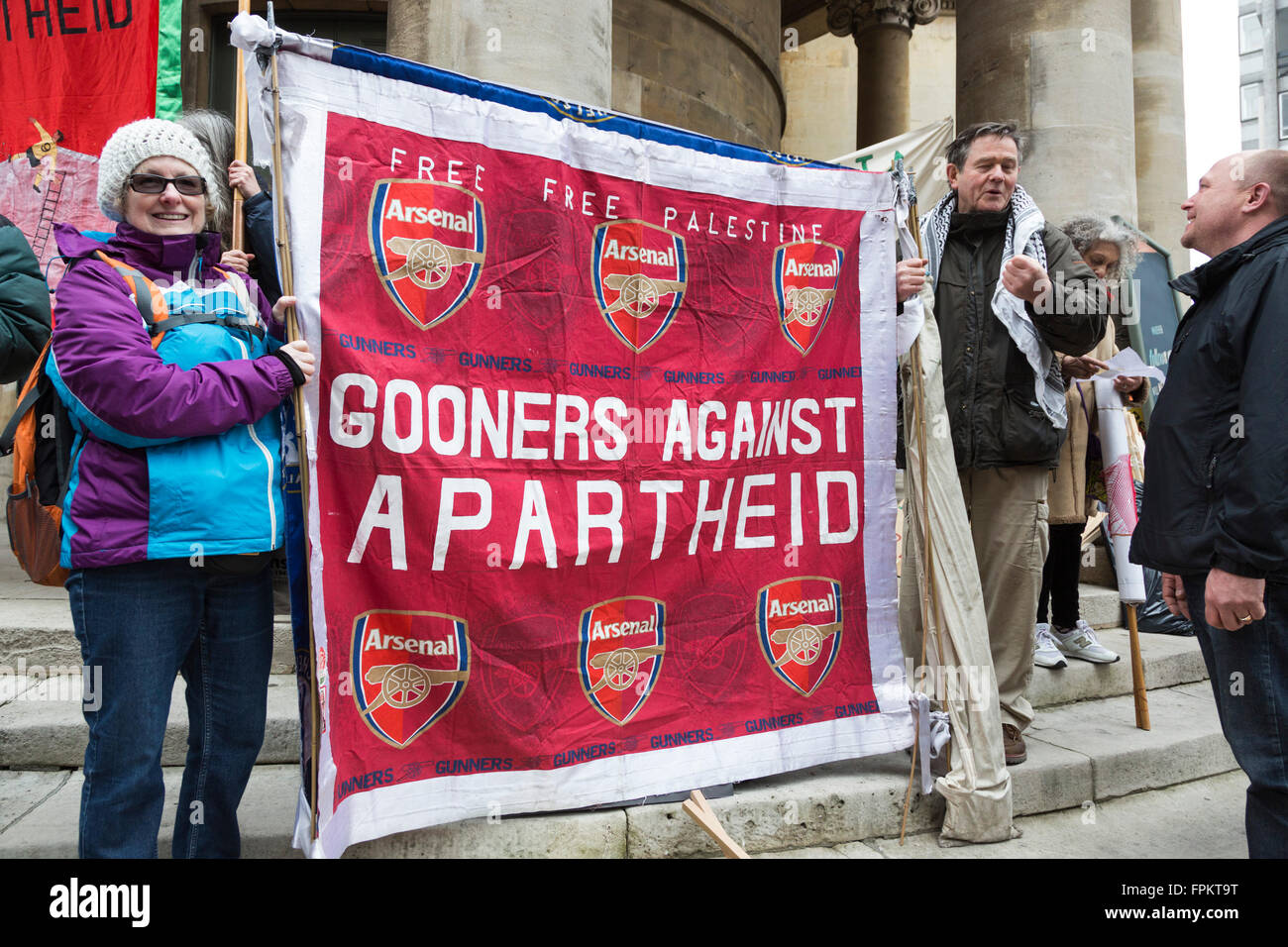London, UK. 19 March 2016. Arsenal FC football fans against apartheid. Thousands of protesters took to the street - Stock Image