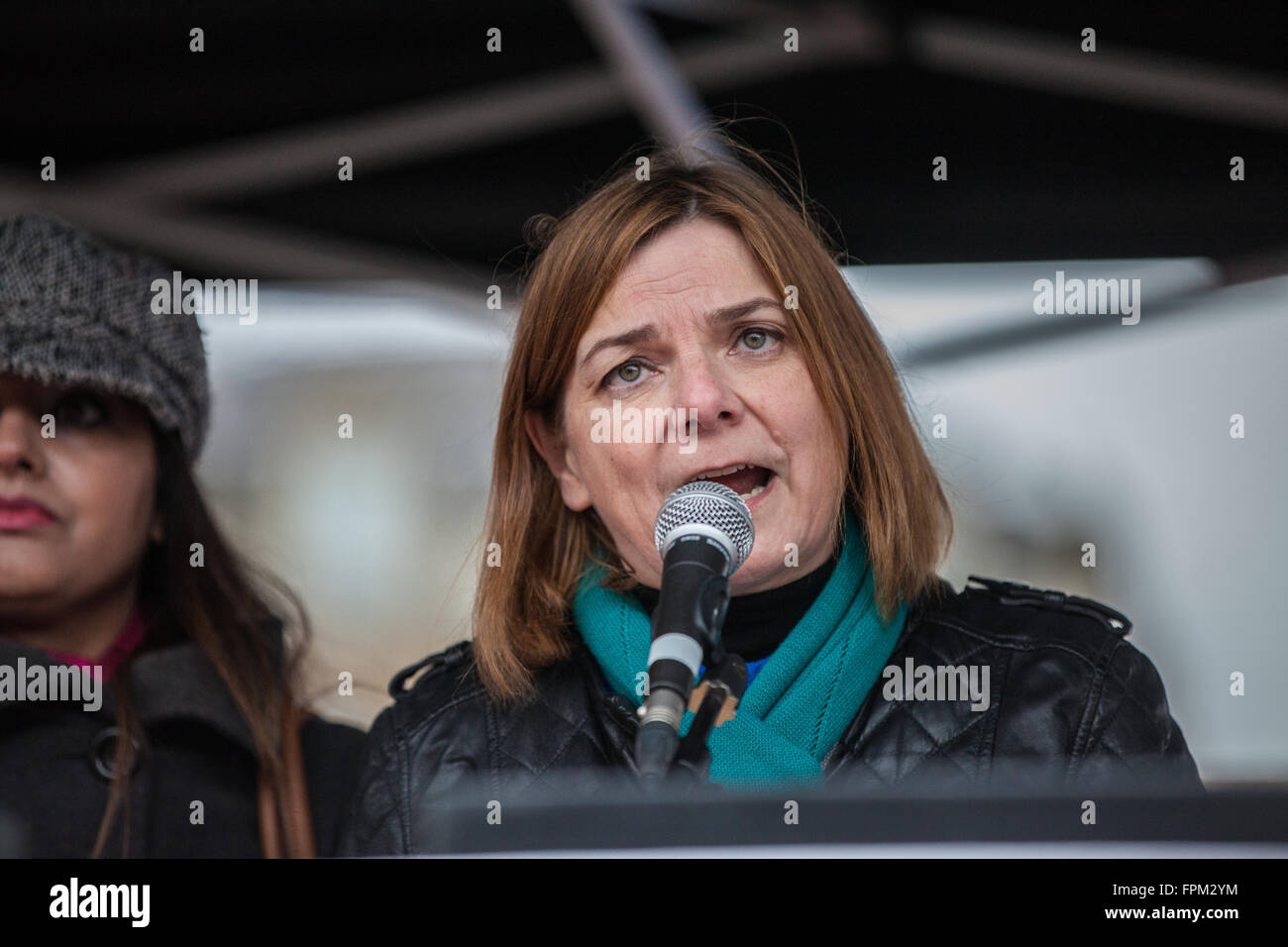 London, UK. 19th March, 2016. Sally Hunt, General Secretary of the University and College Union, addresses thousands - Stock Image