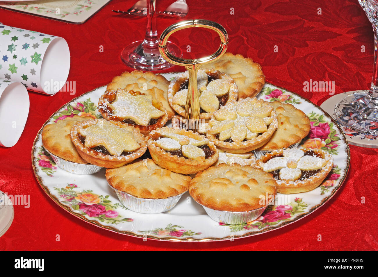 A selection of homemade and shop bought English mince pies on a decorative plate, England, UK, Western Europe. - Stock Image