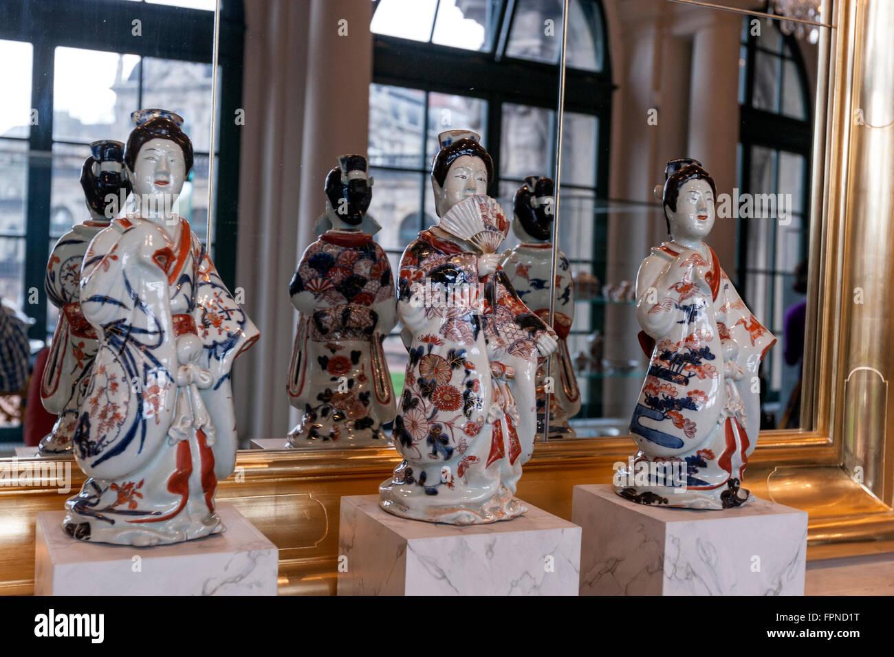 Japanese Ladies On Imari Porcelain Dresden Porcelain Collection Stock Photo Alamy