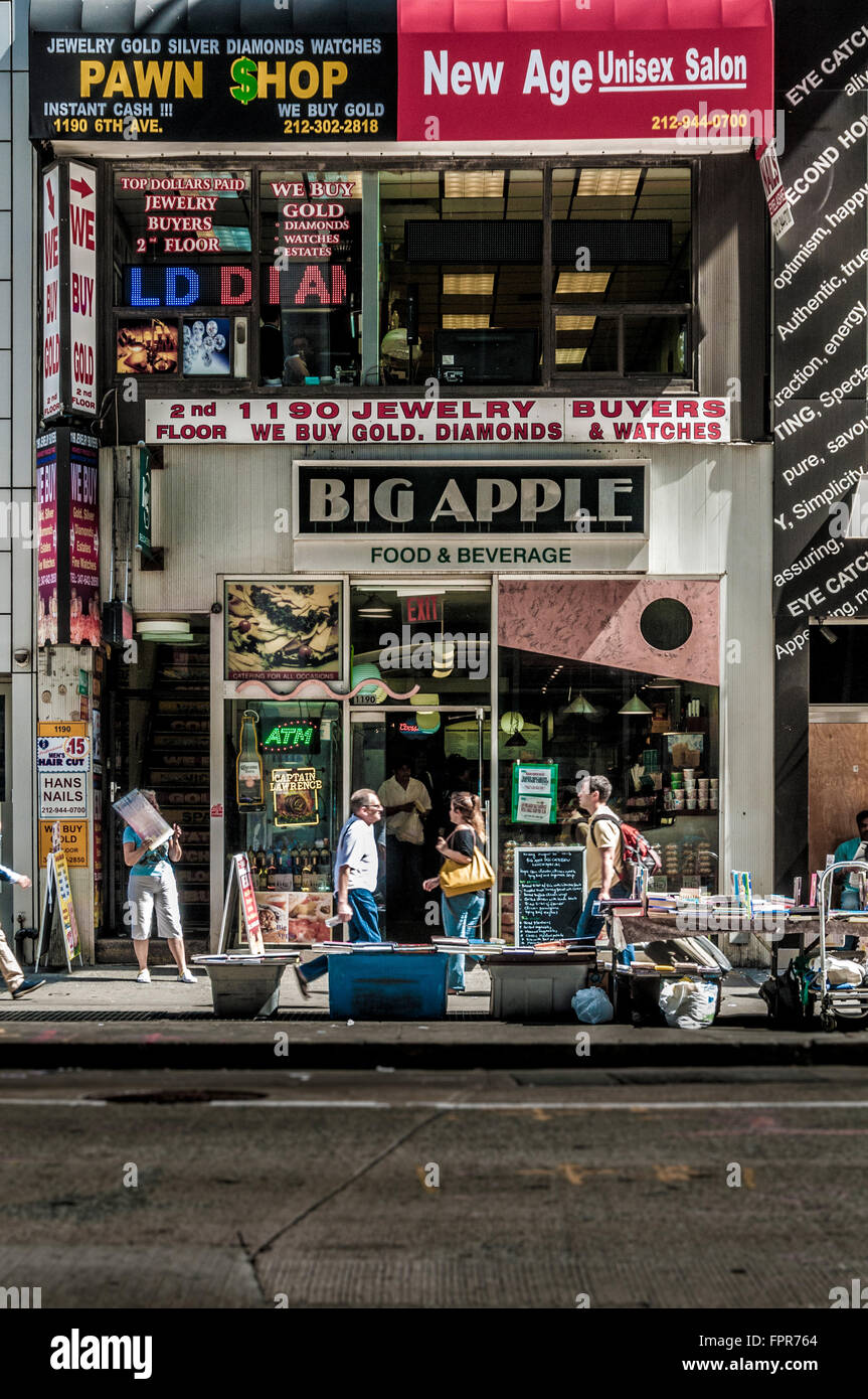 Cheap discount stores, New York City, USA - Stock Image