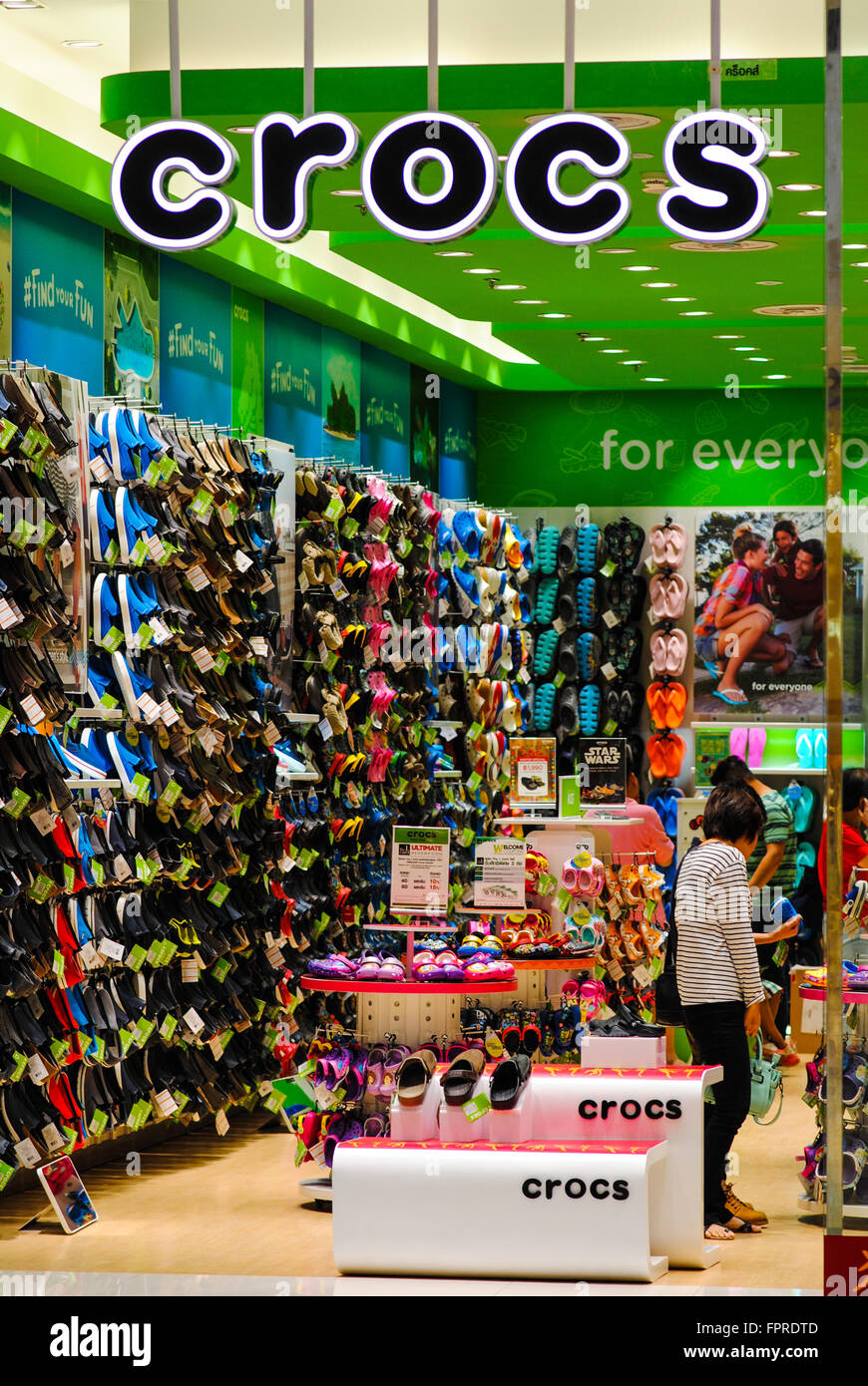 a0e0856ddcec93 Crocs shoe shop Stock Photo  100090045 - Alamy