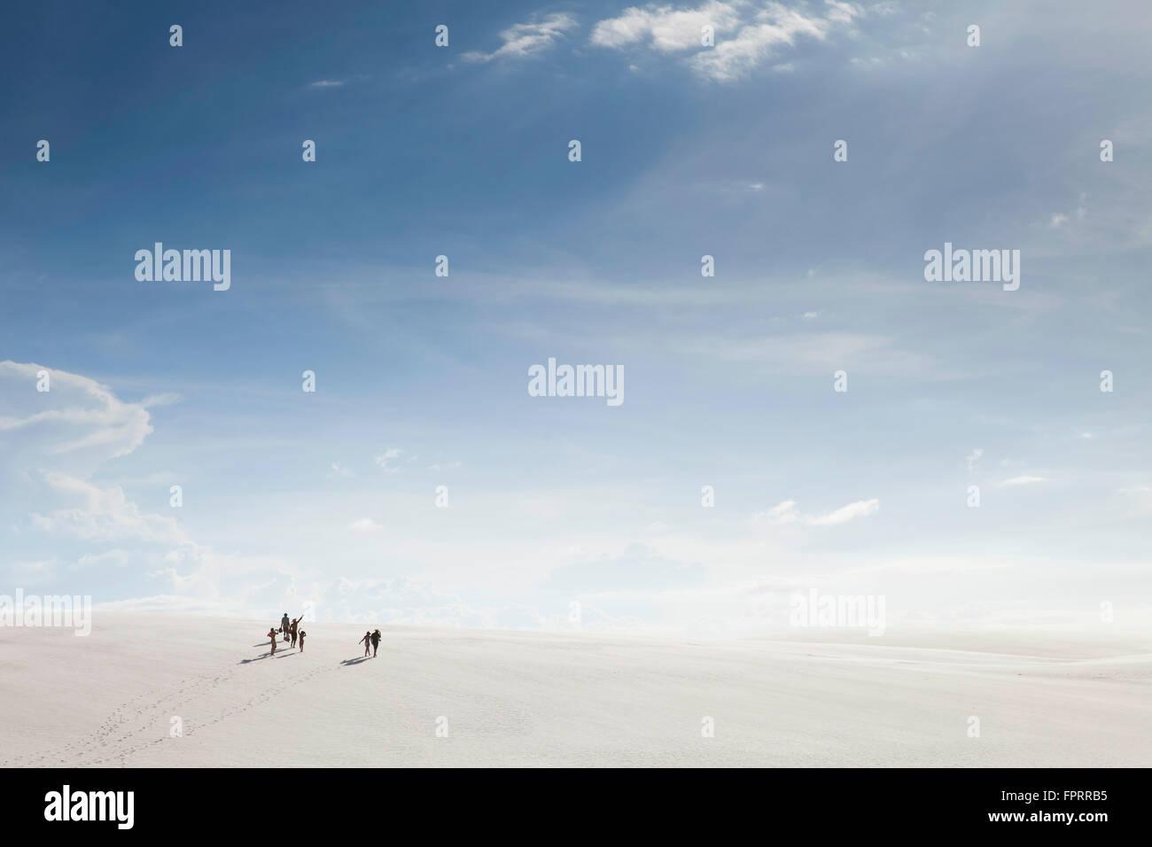 South America, Brazil, Maranhao, Lencois Maranhenses national park, hikers in sand dunes near Barreirinhas - Stock Image