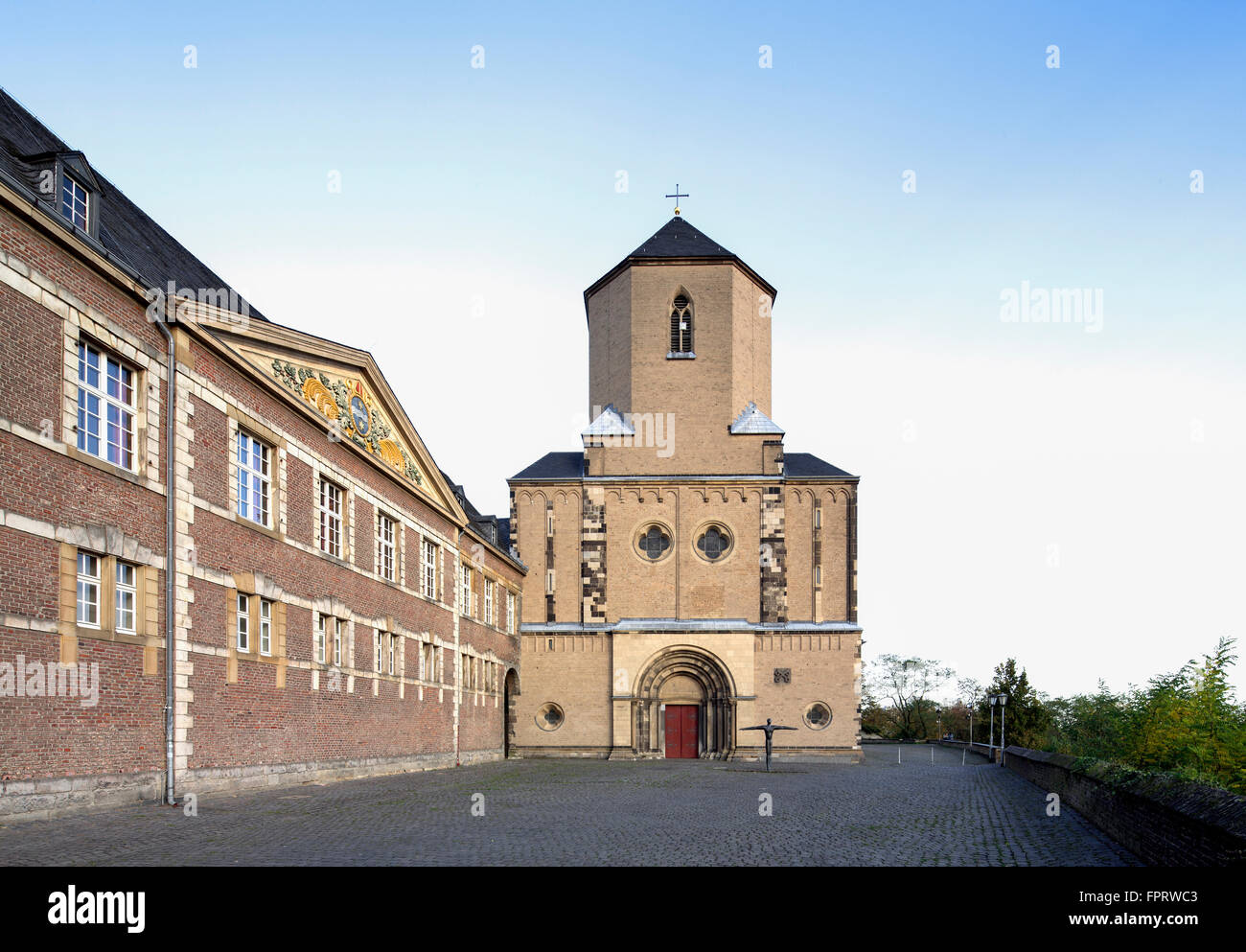 Mönchengladbach Minster, left city hall, Abteiberg, Mönchengladbach, North Rhine-Westphalia, Germany - Stock Image