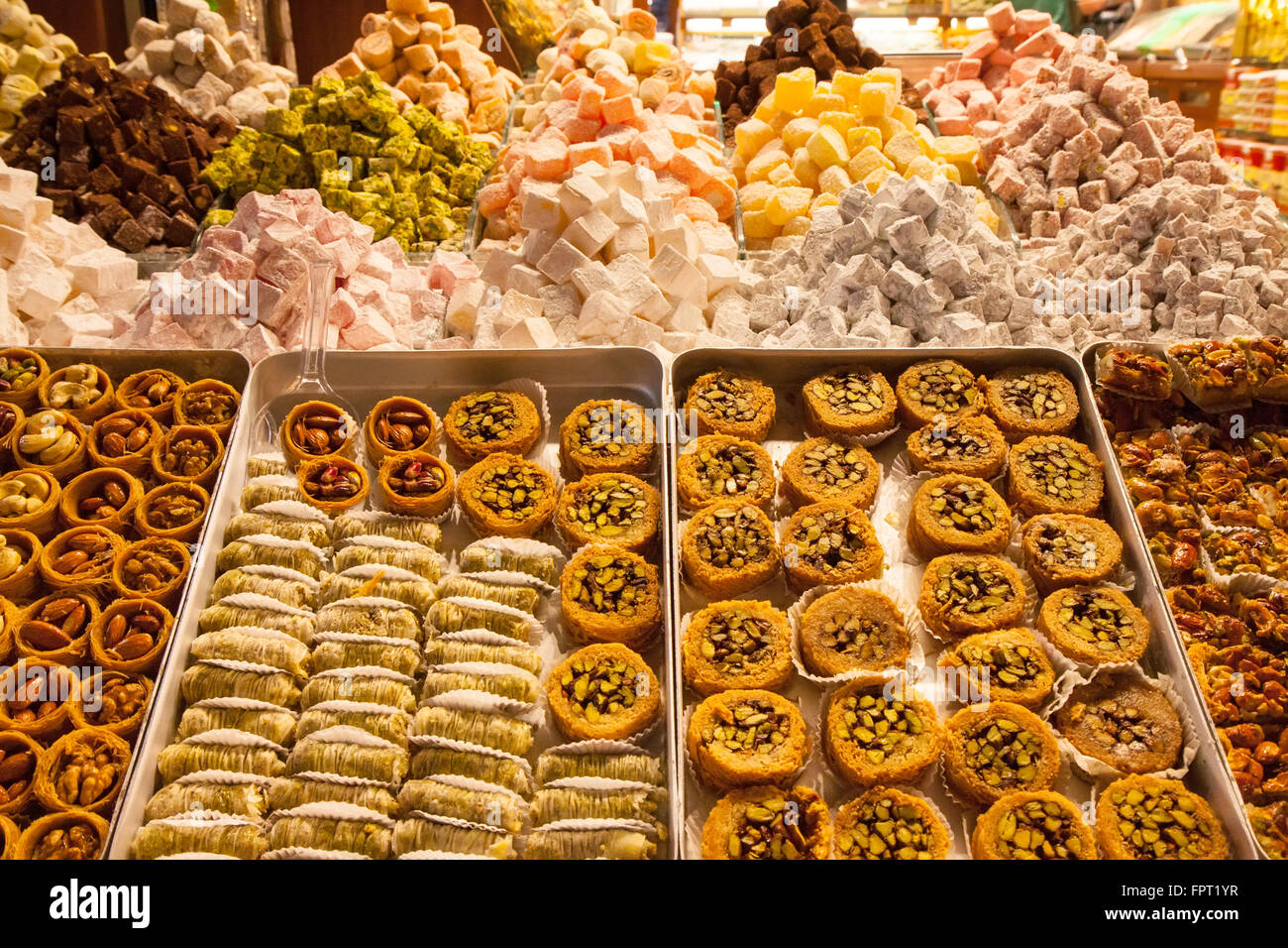 Turkish delight sweets at the Spice Market or Grand Bazaar ...