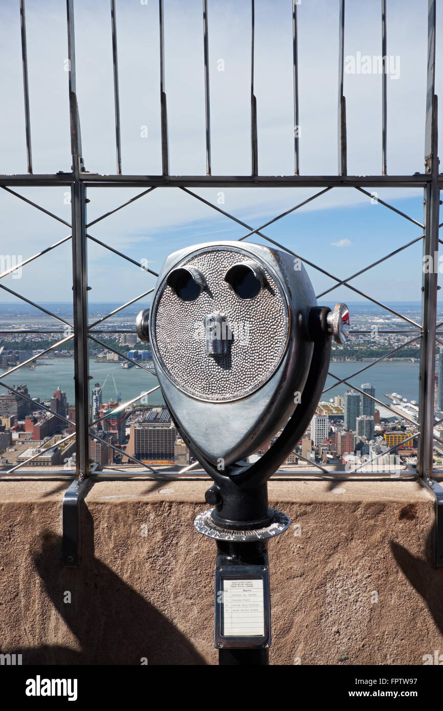 Tourist binoculars on the top of Empire State building, facing the hudson River - Stock Image
