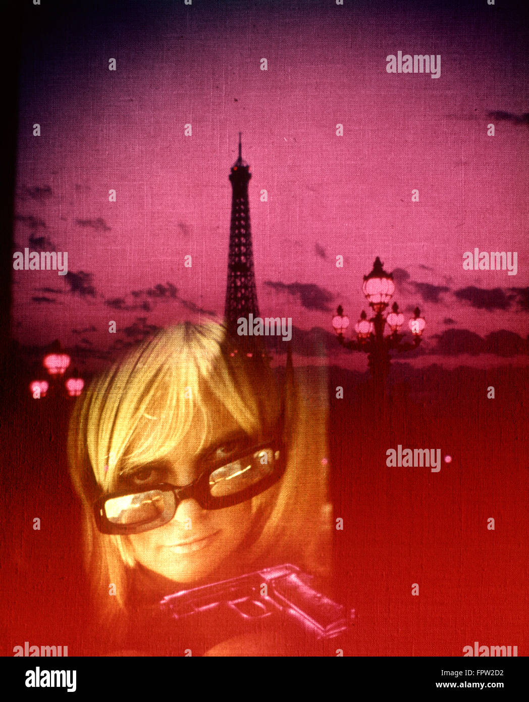 1970s SPECIAL EFFECT BLOND BLONDE WOMAN SUNGLASSES GUN EIFFEL TOWER PARIS MYSTERY SPY STORY INTRIGUE Stock Photo