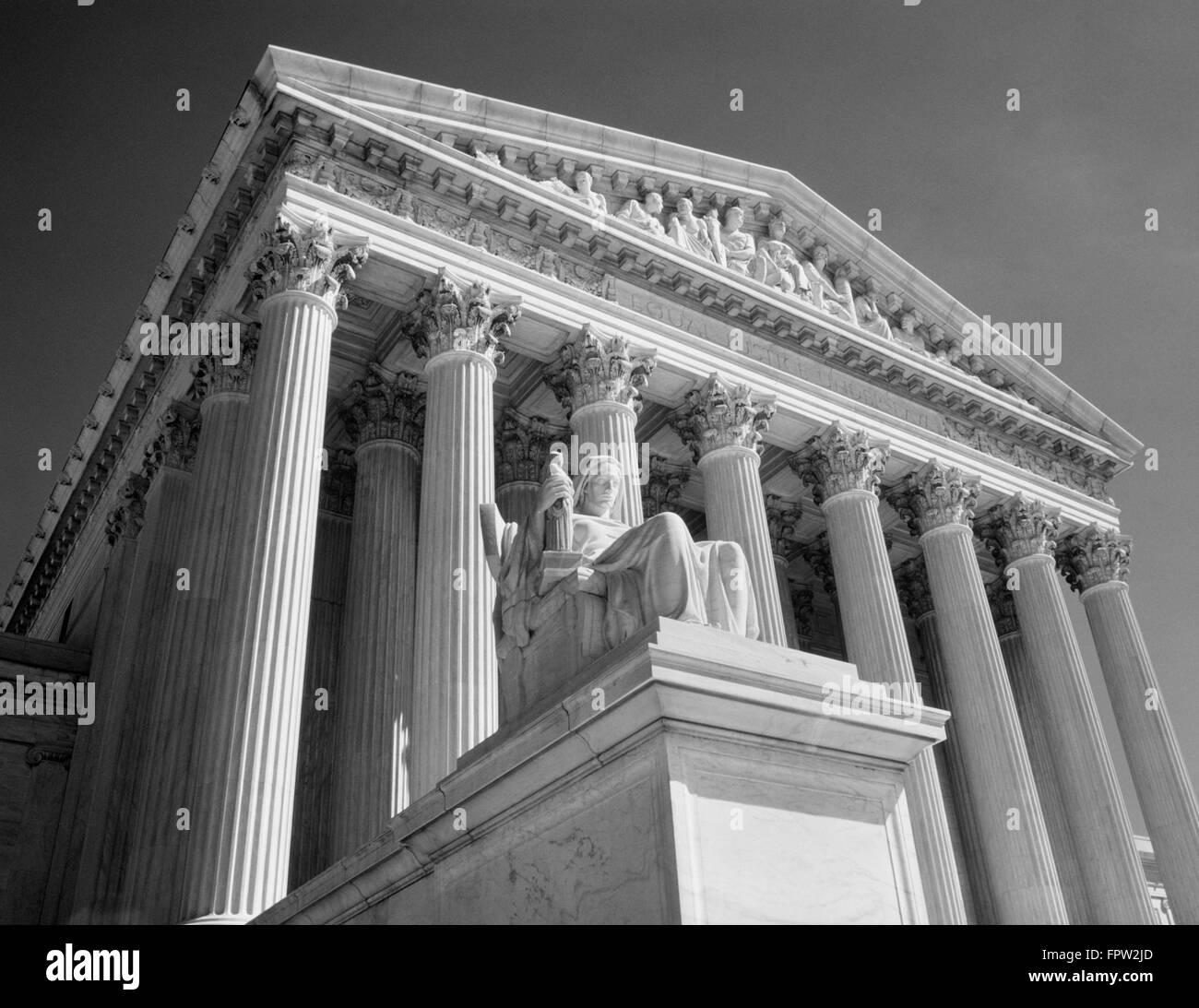 1980s FEDERAL SUPREME COURT BUILDING LOW ANGLE FRONT SHOT WASHINGTON DC USA - Stock Image