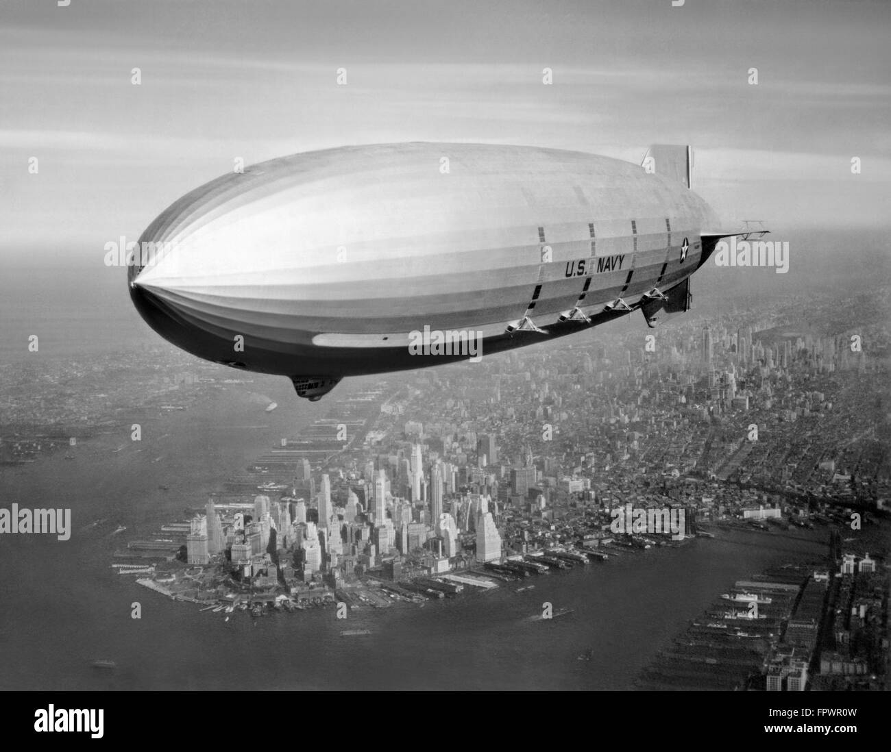 Vintage aviation photo of the USS Macon Airship flying over New York City, 1933. - Stock Image