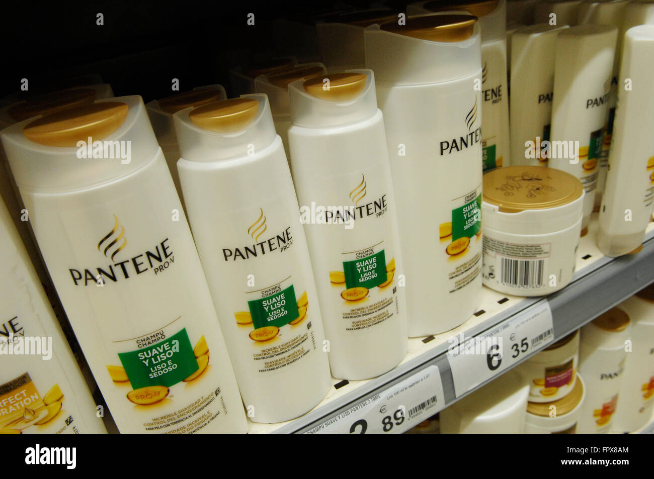 Pantene Pro-V Daily Moisture Renewal 2 in 1 Shampoo & Conditioner, 12.6 fl oz, on sale in a Carrefour Supermarket. - Stock Image