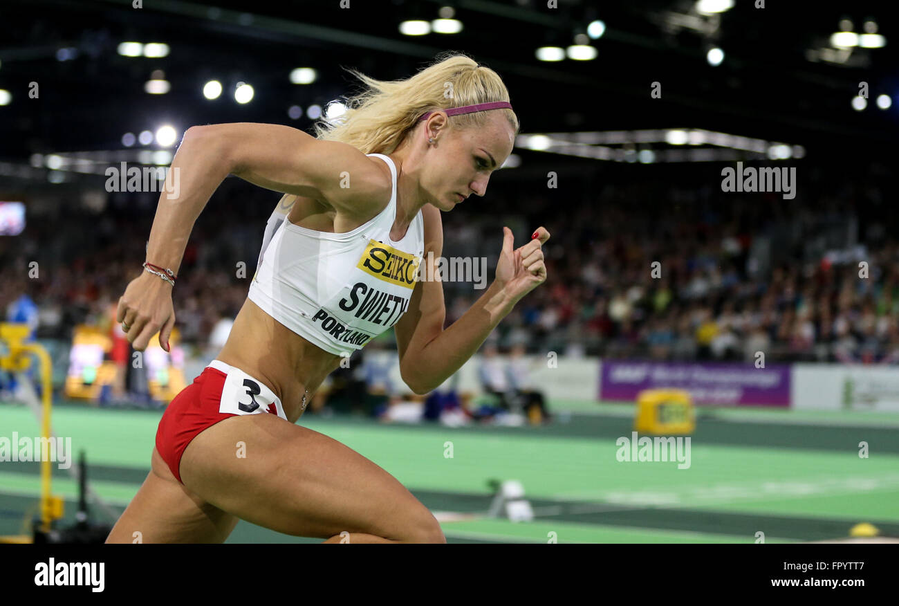 March 19, 2016 - JUSTYNA SWIETY takes off in the 400m run at the 2016 IAAF World Indoor Track & Field Championships - Stock Image
